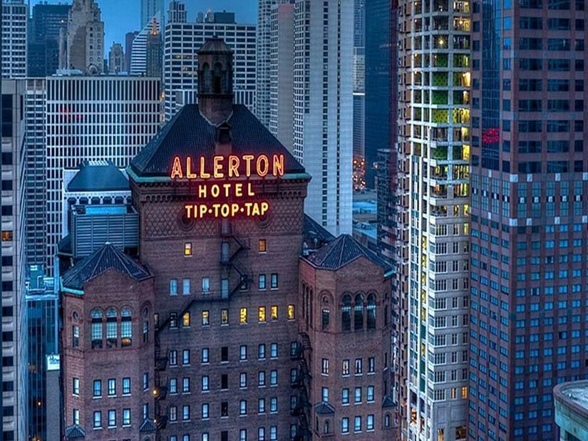 Evening Overview of Allerton Chicago