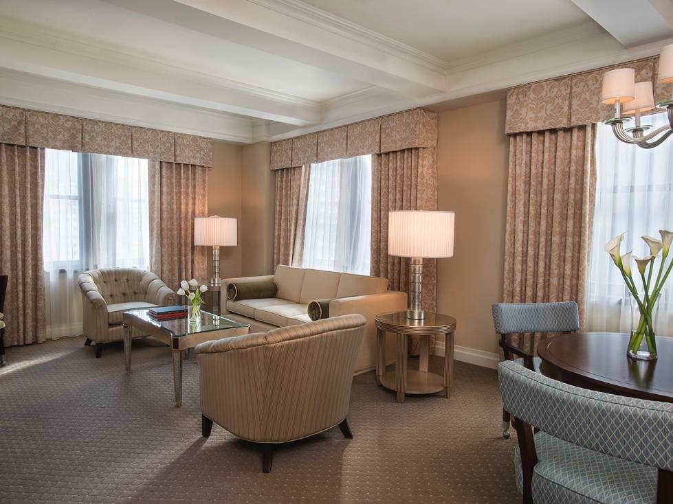 Premier Suite King Livingroom