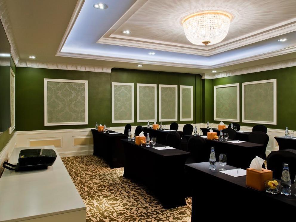 Emeral Meeting Room Classroom Shape