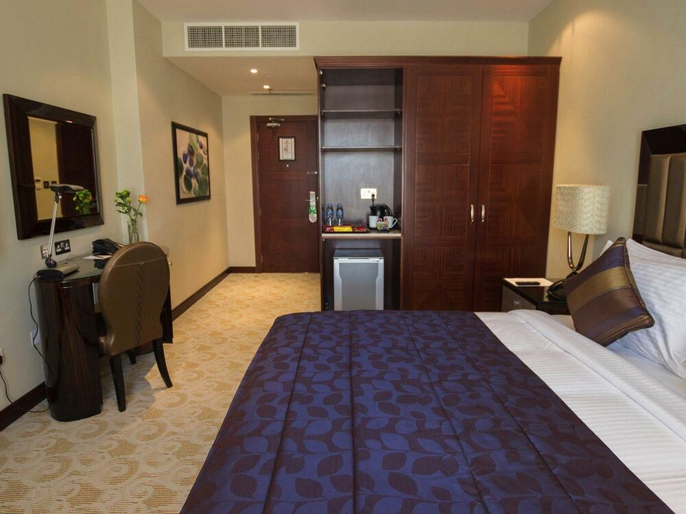 Deluxe Room - Strato Hotel by Warwick