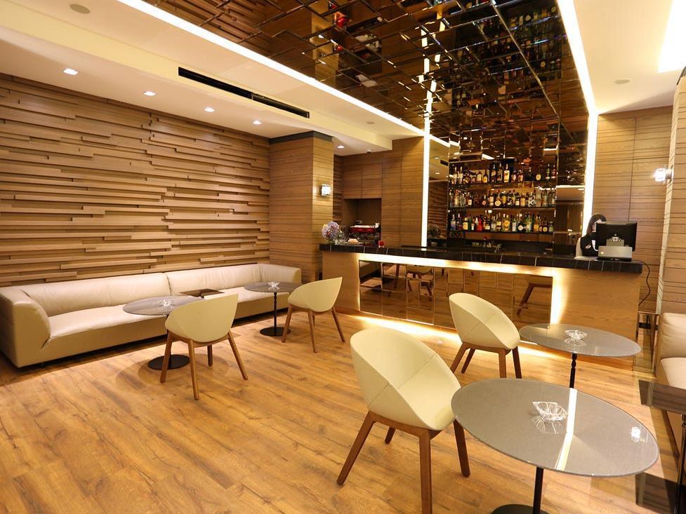 Lobby Chimney Bar at Mist Hotel and Spa