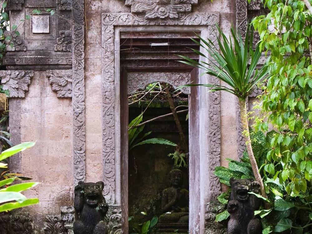 Warwick Ibah exterior temple