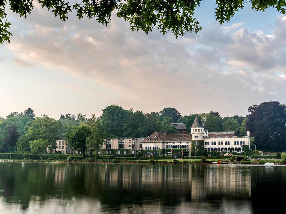 Château du Lac setting view