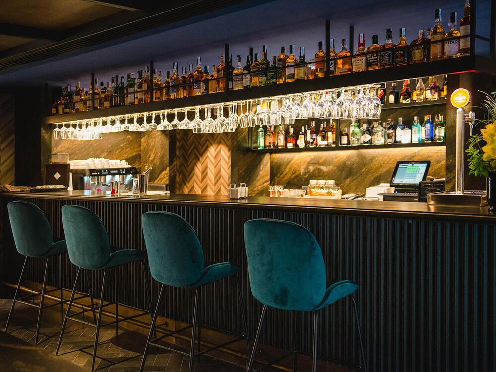 SINTONIA bar green chairs at Gallery Hotel Barcelona