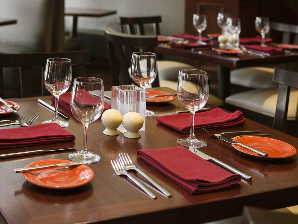 Margaux Restaurant Table Dressing