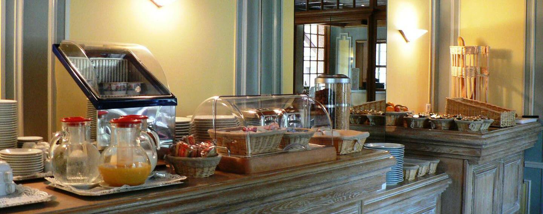 Breakfast at Hôtel Le Continental in Forges-les-Eaux