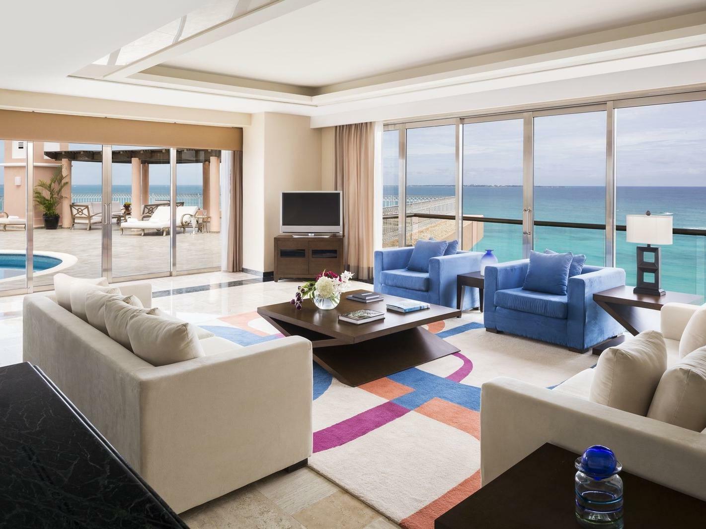 Suite overlooking the Ocean