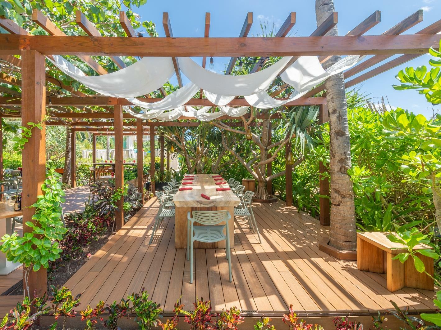 outdoor dining table with pergola
