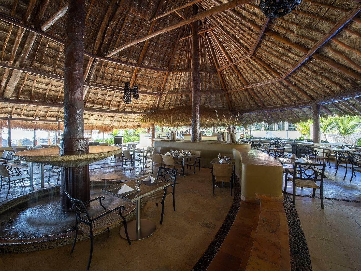 outdoor dining restaurant with canopy roof