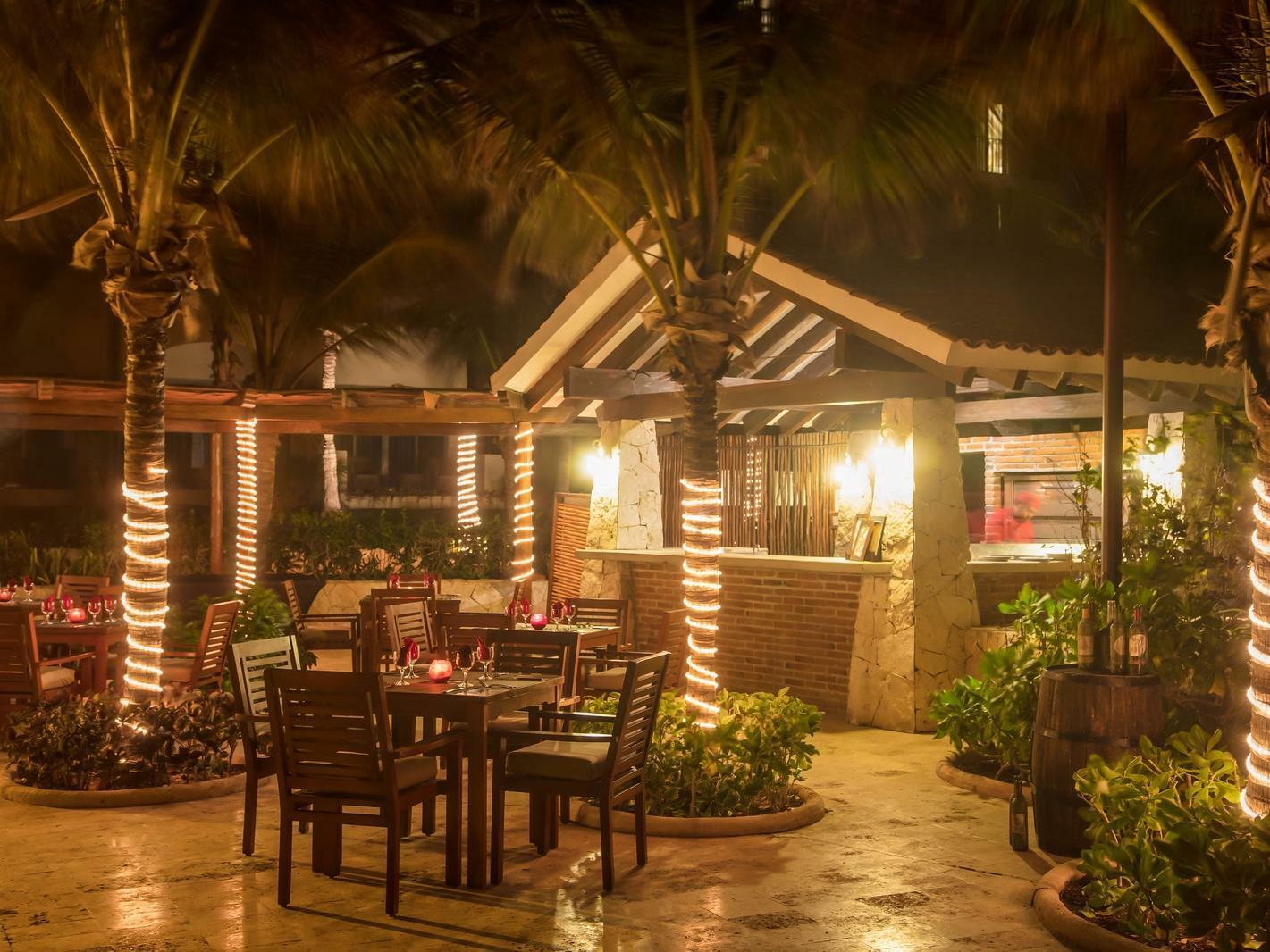 outdoor pbar/restaurant at night