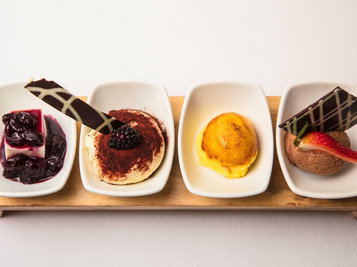 4 small dessert plates