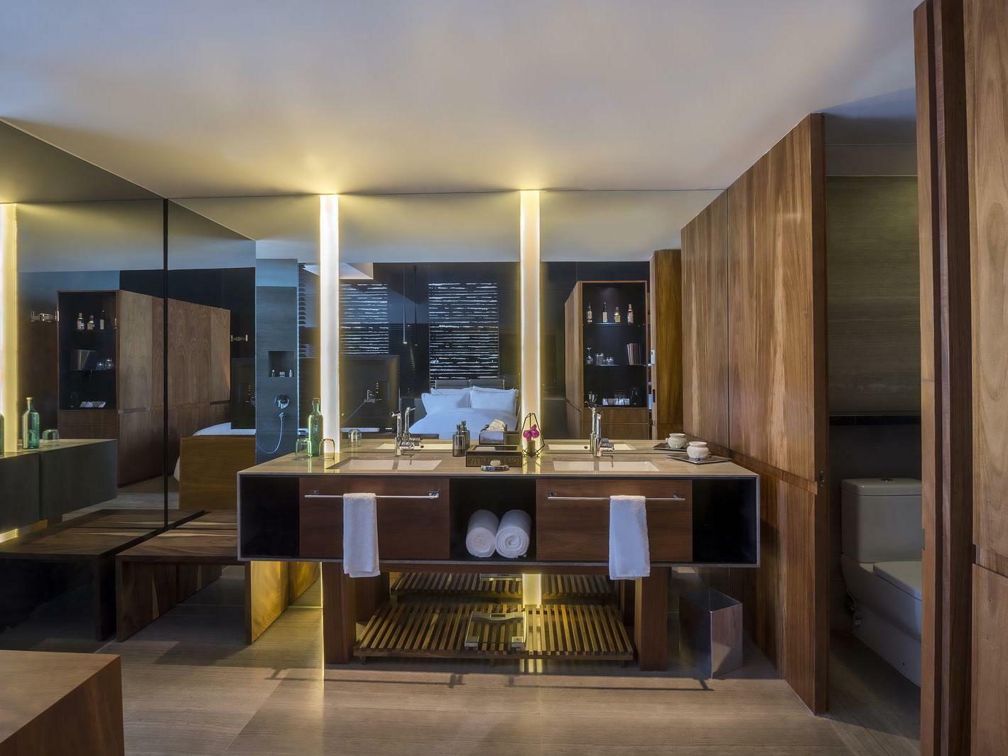 Deluxe Room Vanity