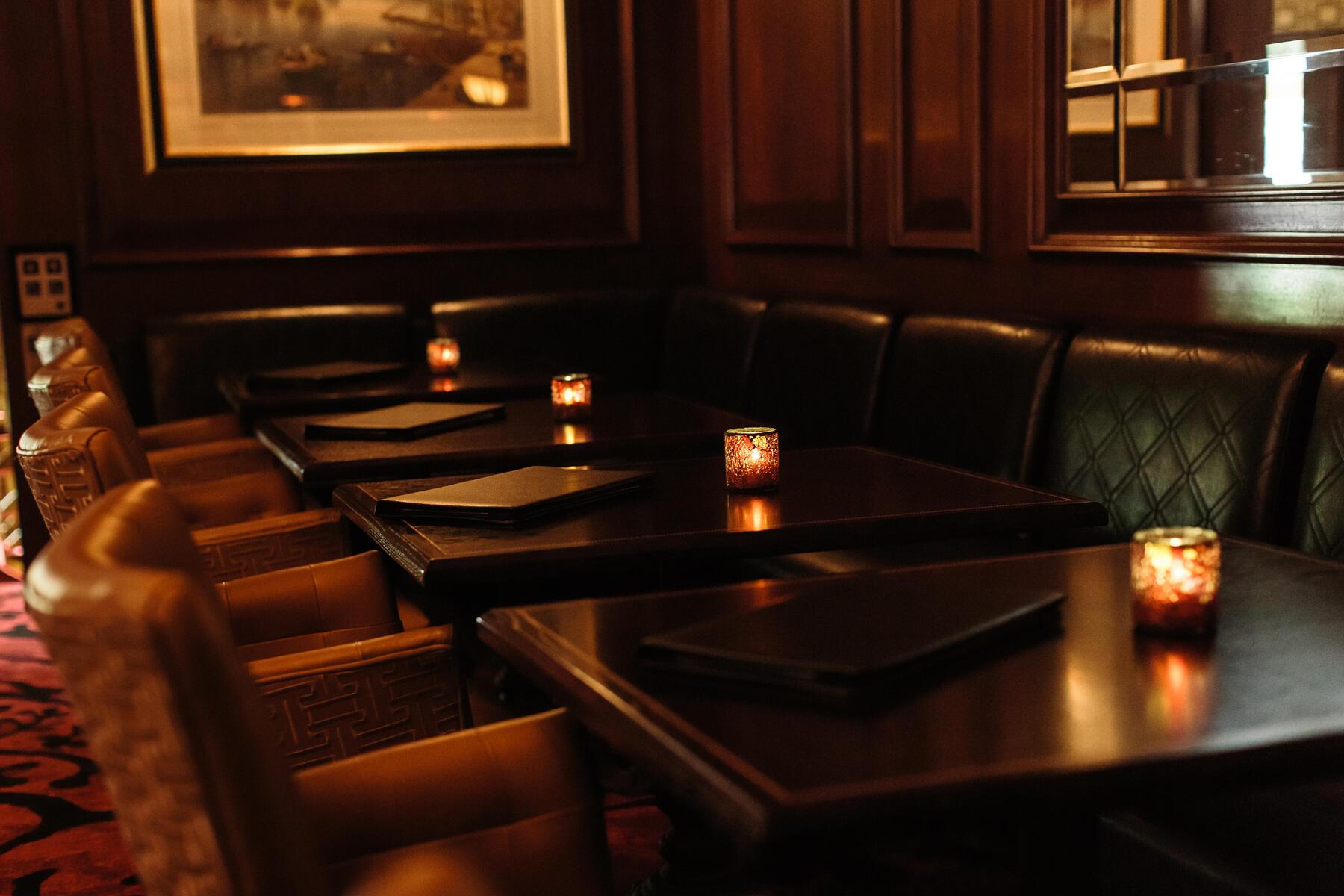 Classy, cozy interior of Rowes Wharf Bar