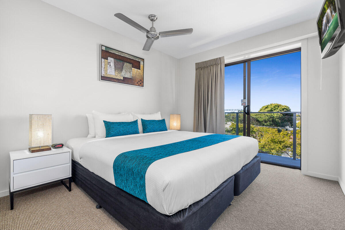 Two Bedroom Apartment - King Bed - Essence Apartments Chermside