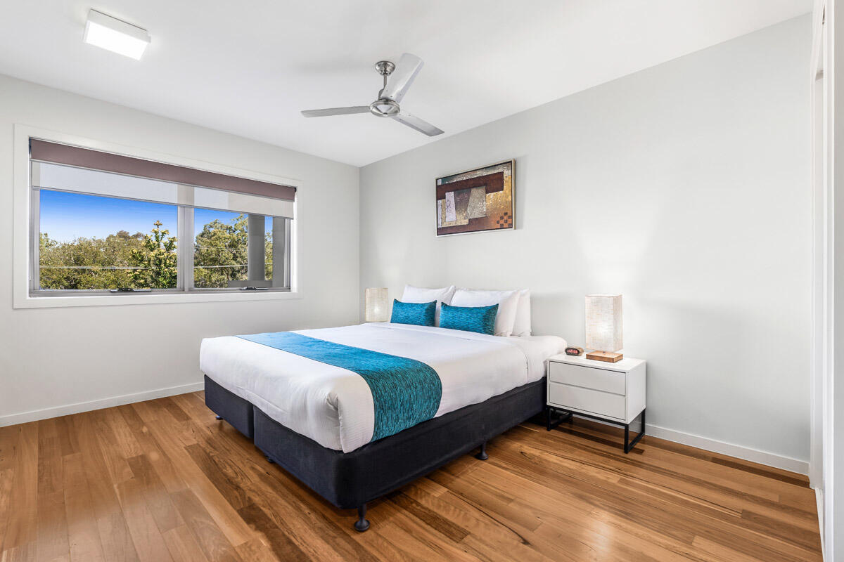 Studio Balcony | Queen-size Bed | Serviced Apartments Brisbane |