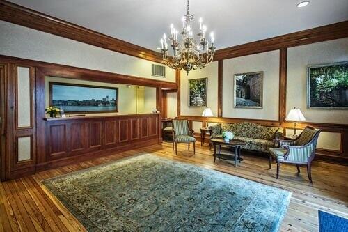 Riverstreet Inn lobby