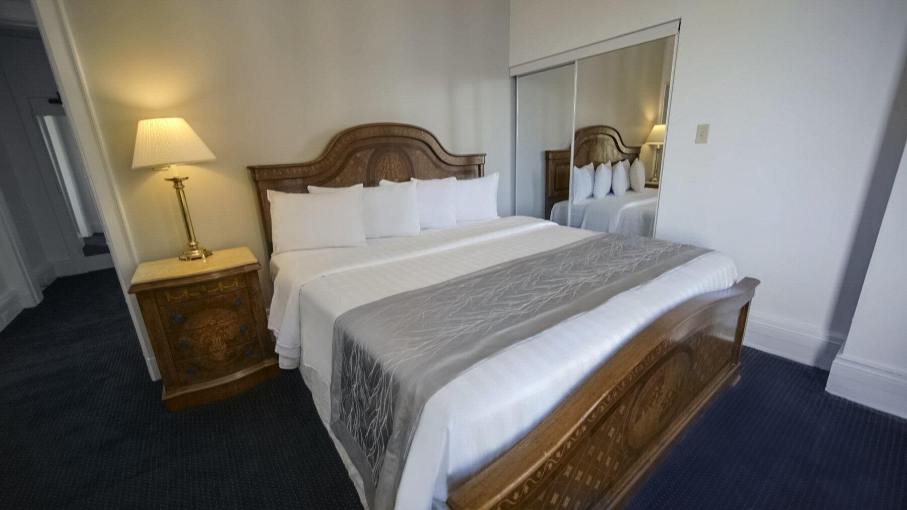 King Bed in Lakefront Suite