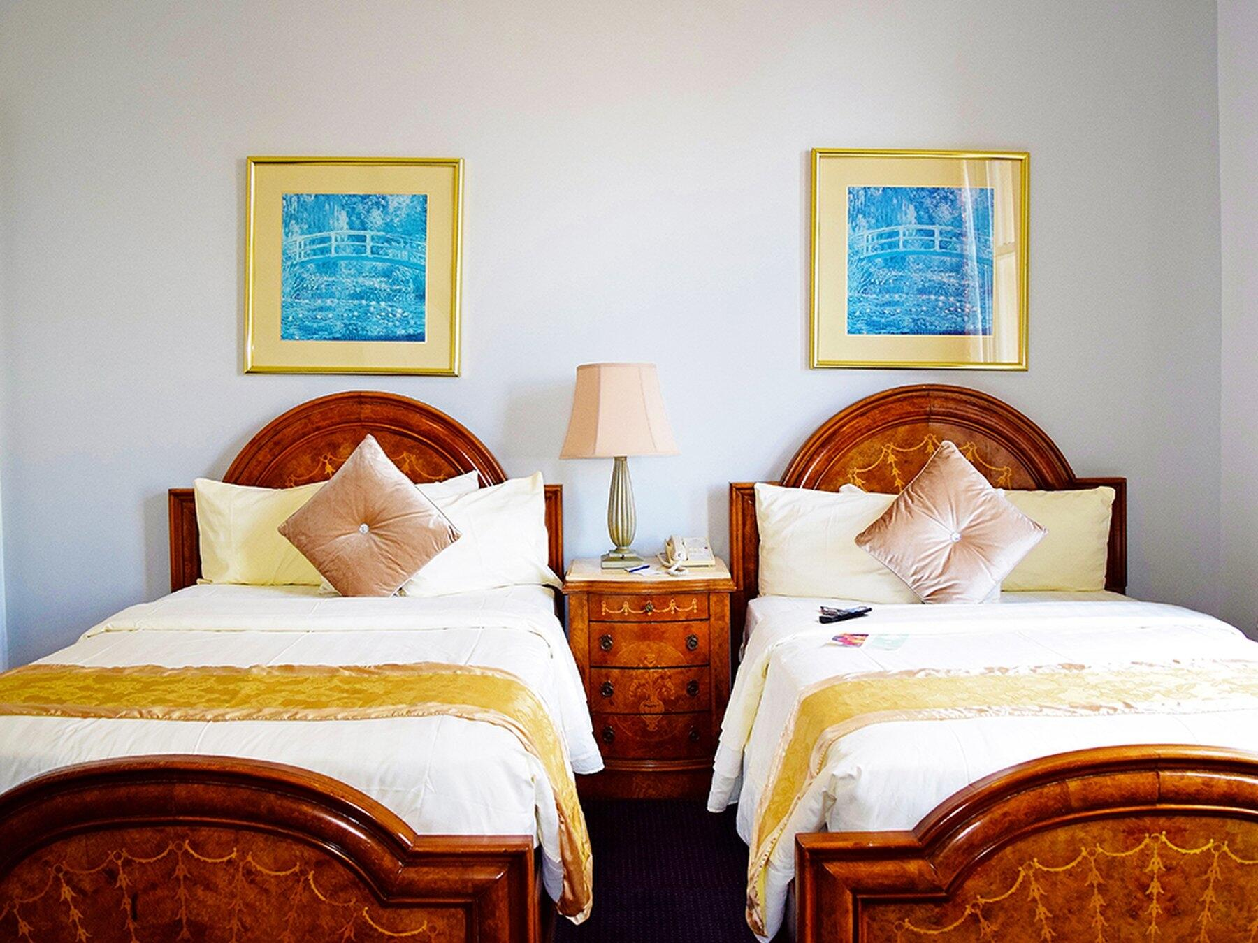 Double Beds in Lakeview Suite