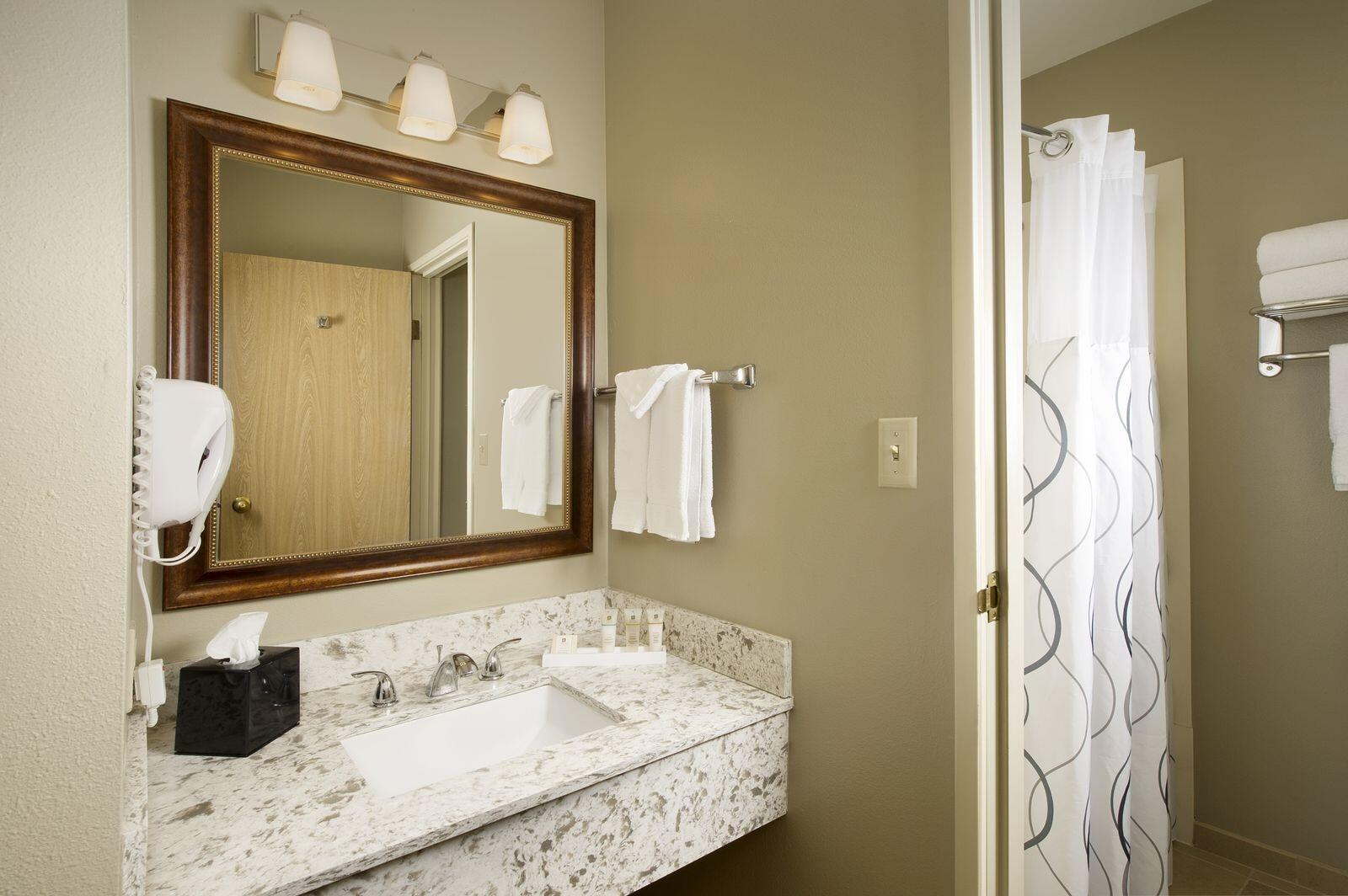 Bathroom in Double Queen or King guest rooms
