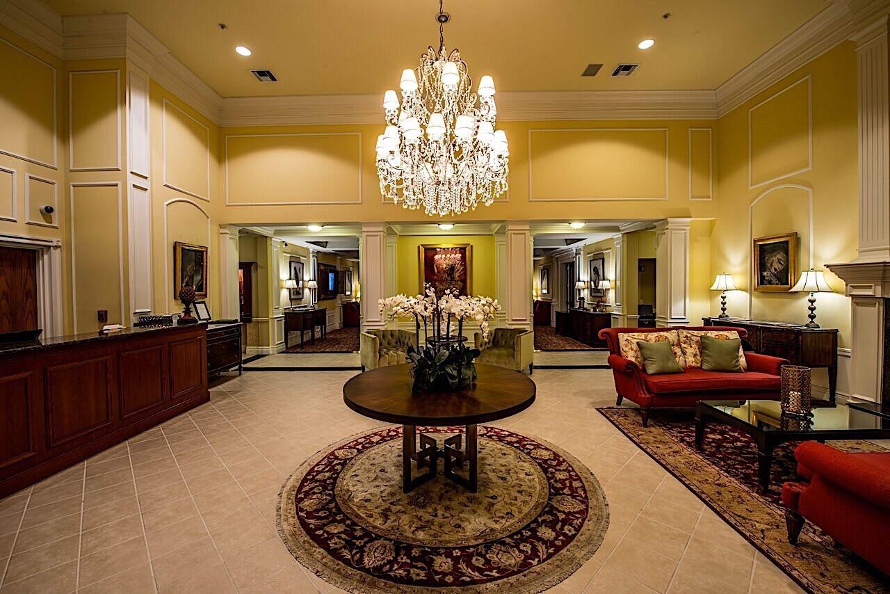 Lobby Entrance Trianon Old Naples