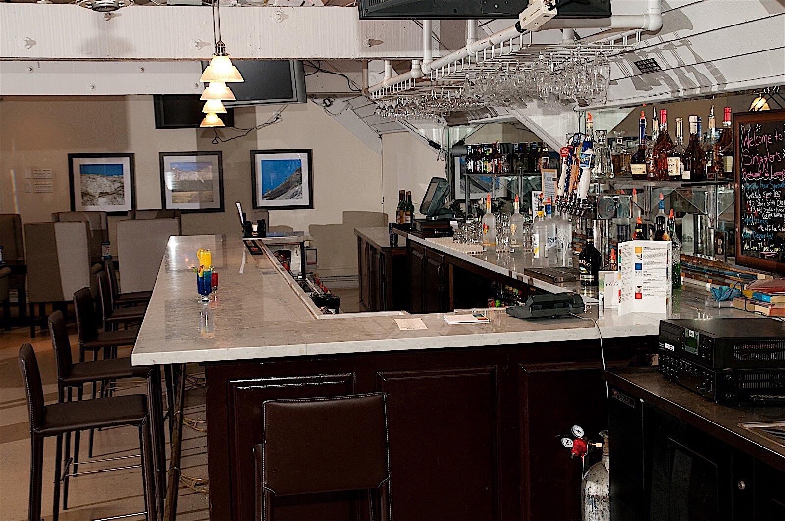 Hotel Fresno Lobby Bar