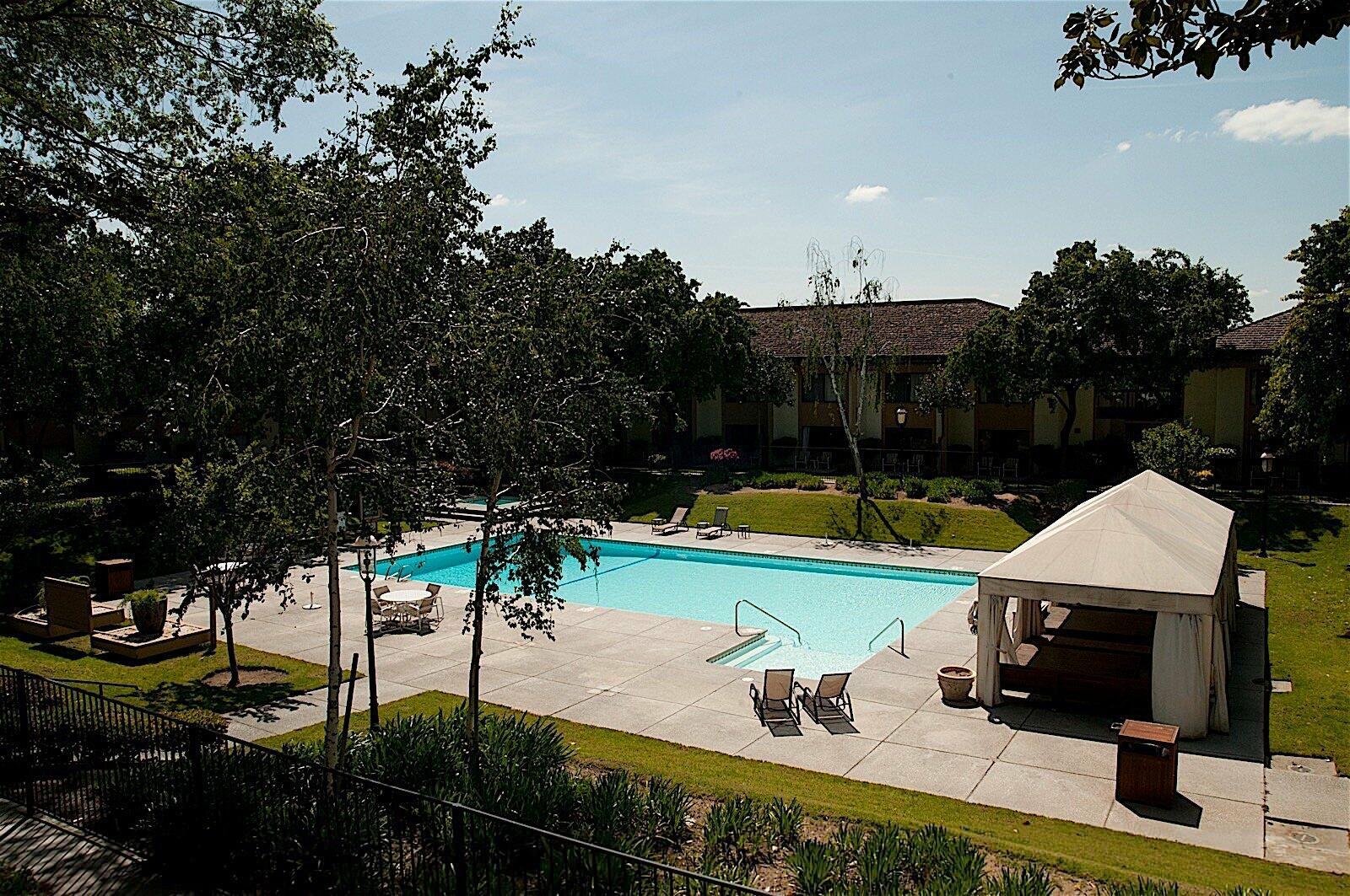 Hotel Fresno Outdoor Pool