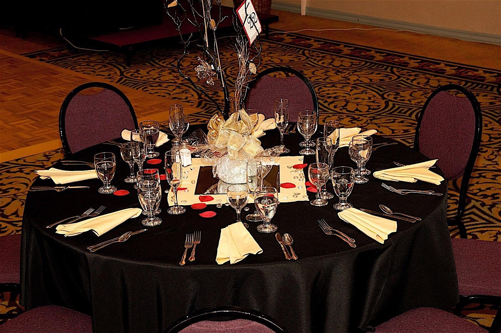 Wedding Table Setting at Hotel Fresno Event Space