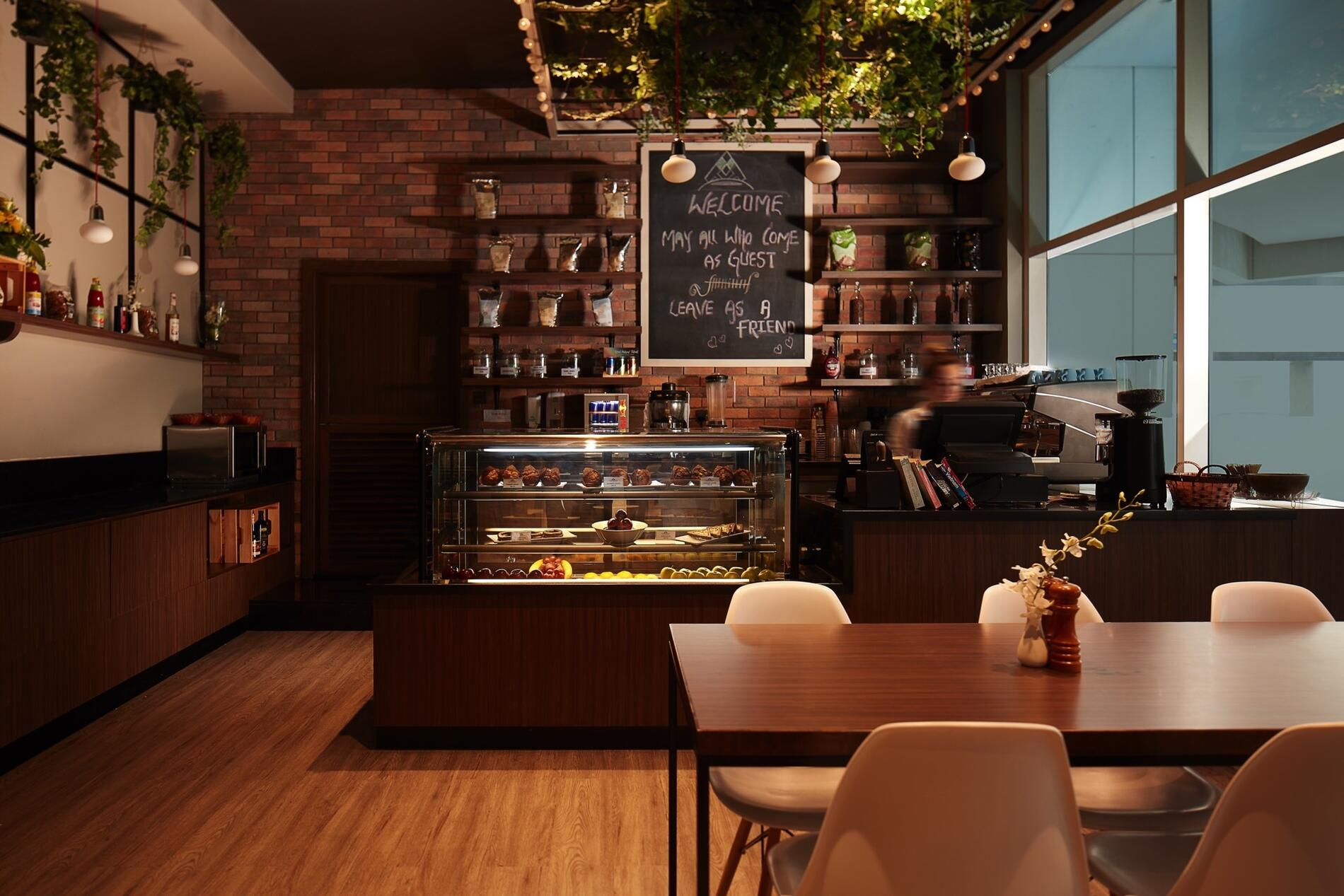 Zuri Café at Treppan Hotel and Suites
