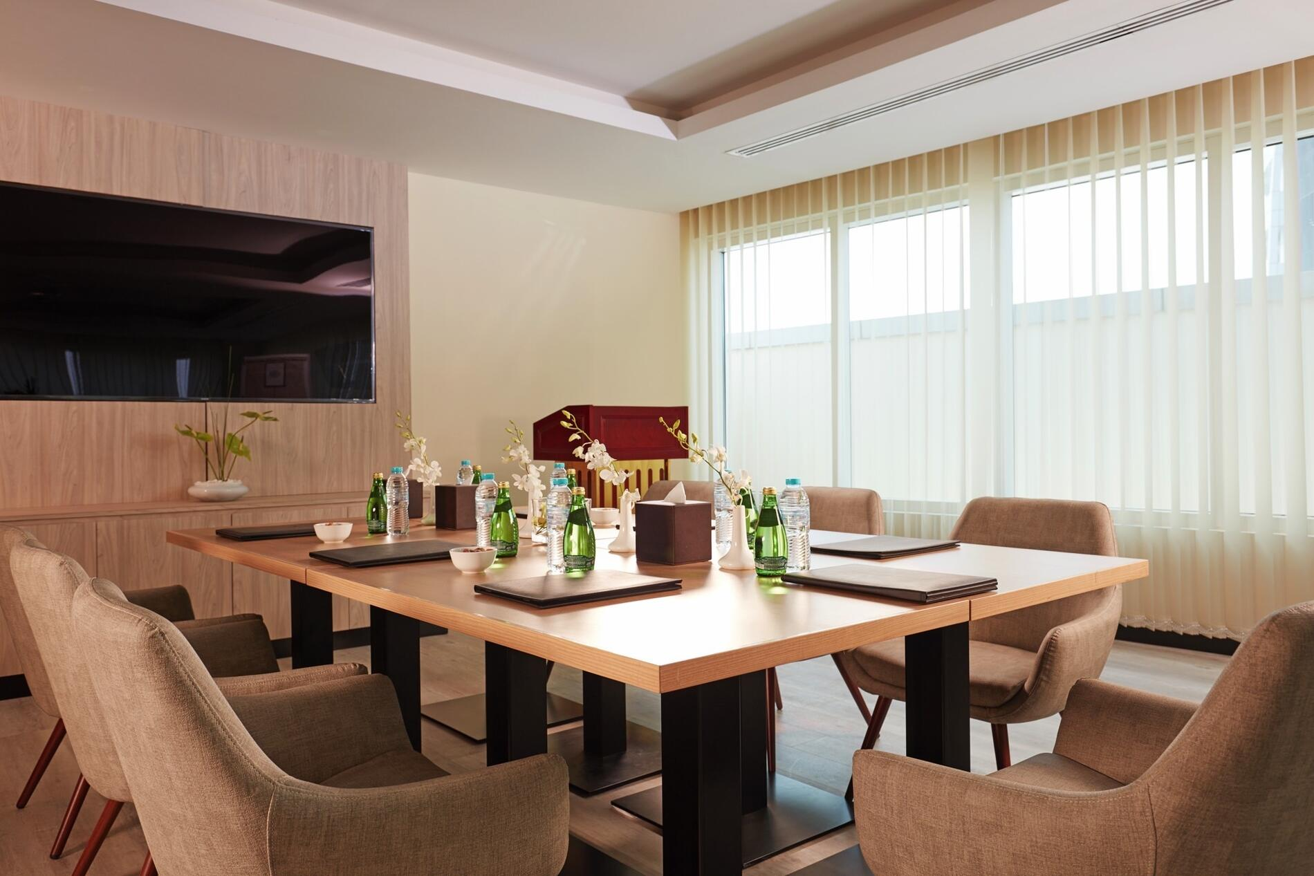Treppan Hotel and Suites Meeting Room
