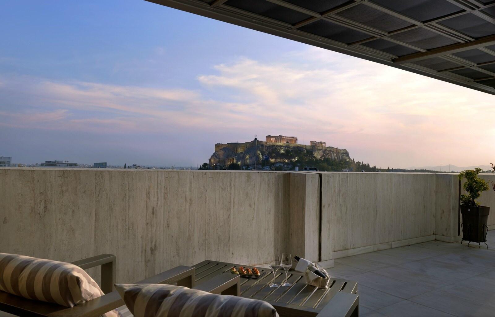Al fresco restaurant with acropolis views at NJV Athens Plaza Ho