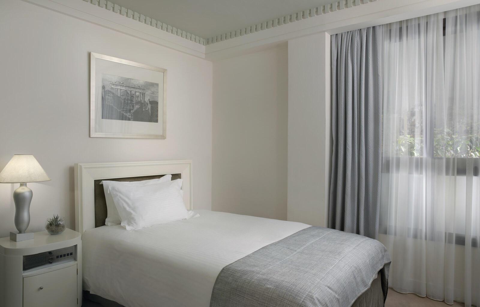 White Individual Room NJV Athens Plaza