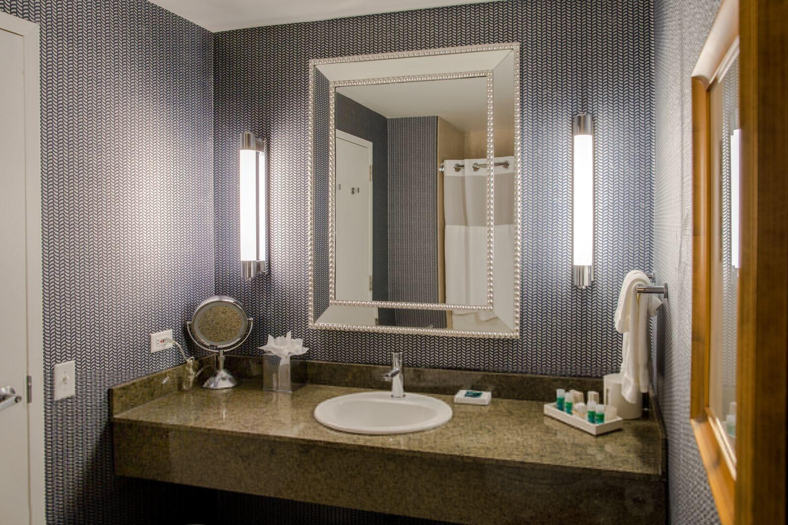 Kinzie Hotel Bathroom Interior