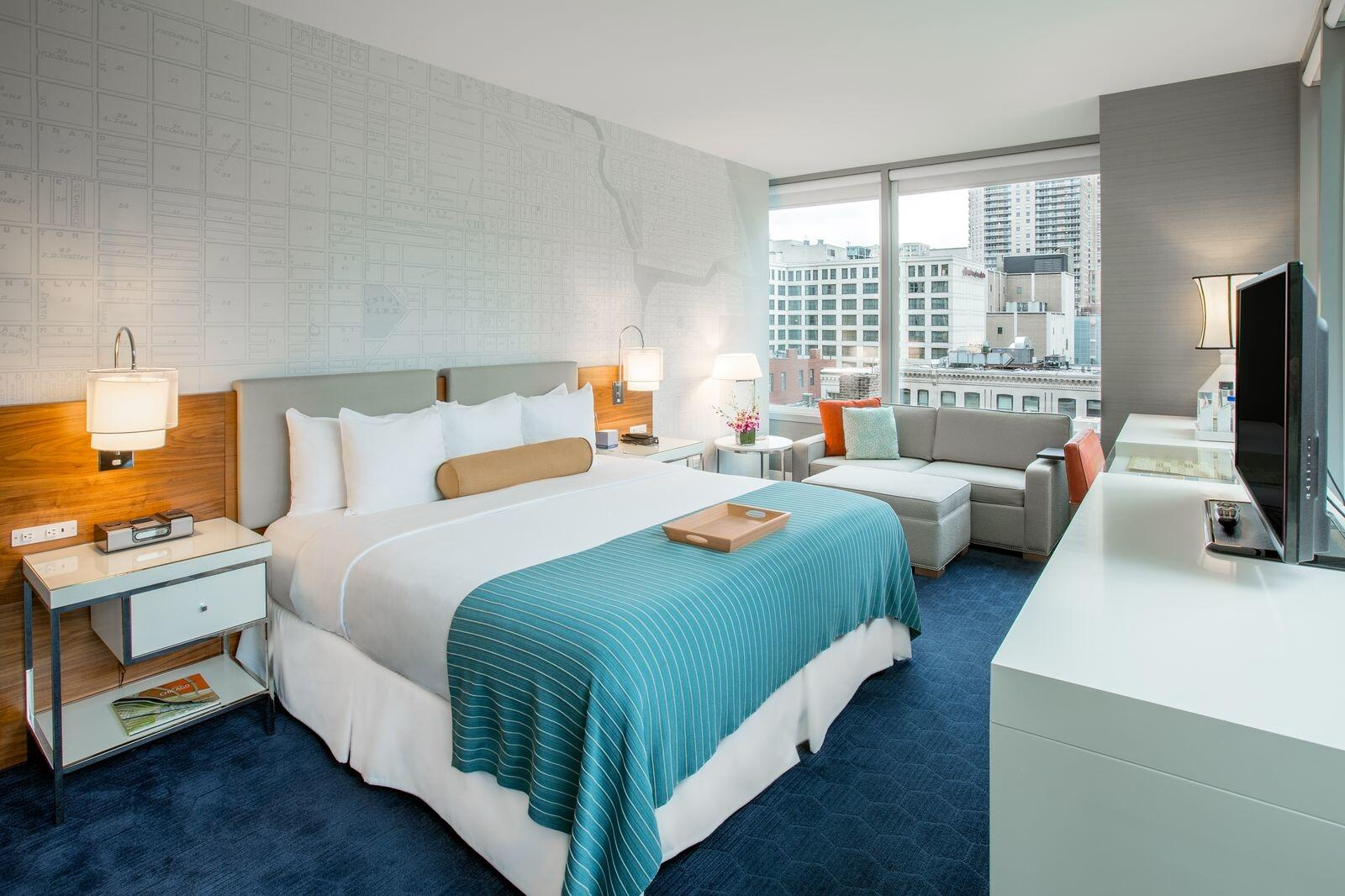 Kinzie Corner King Room with Downtown Chicago View