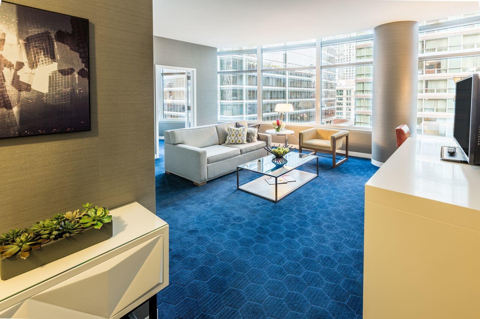 Kinzie King Suite Living Room
