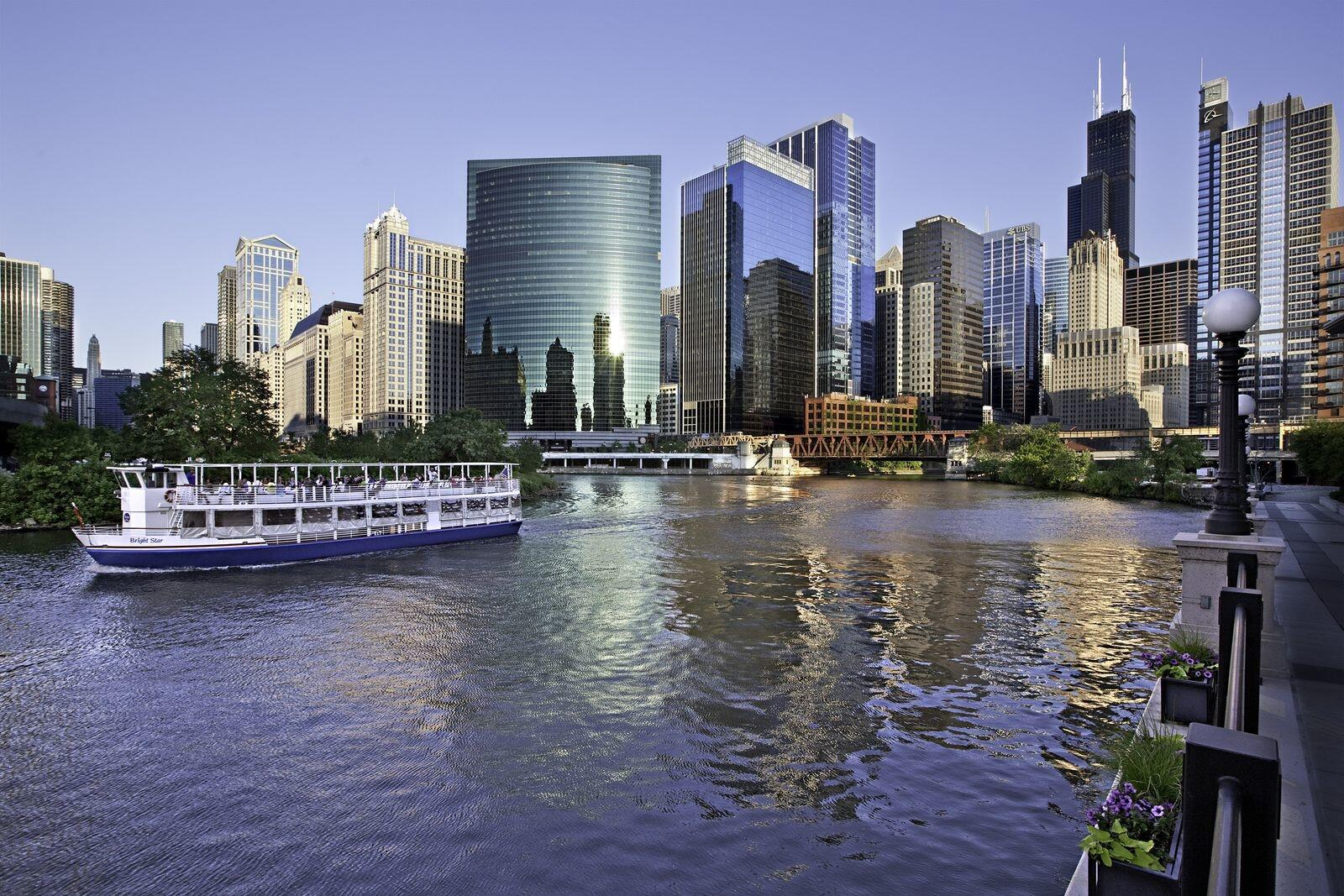Kinzie Hotel Exterior and Chicago River