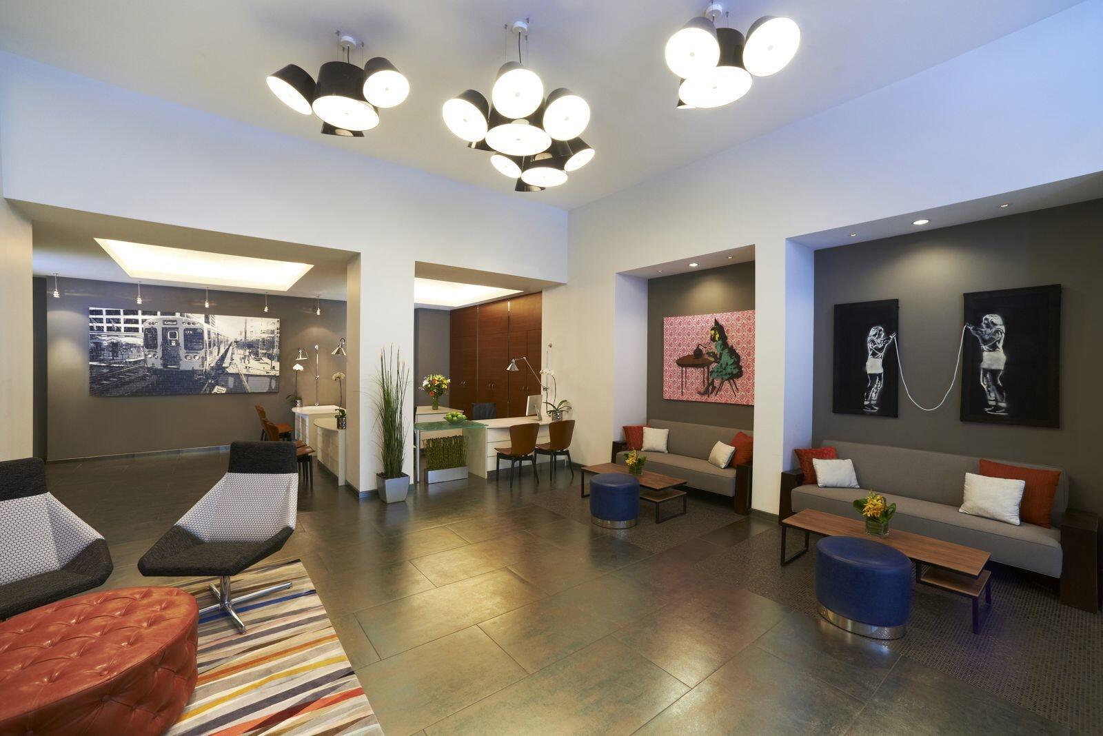 Kinzie Hotel Chicago Lobby