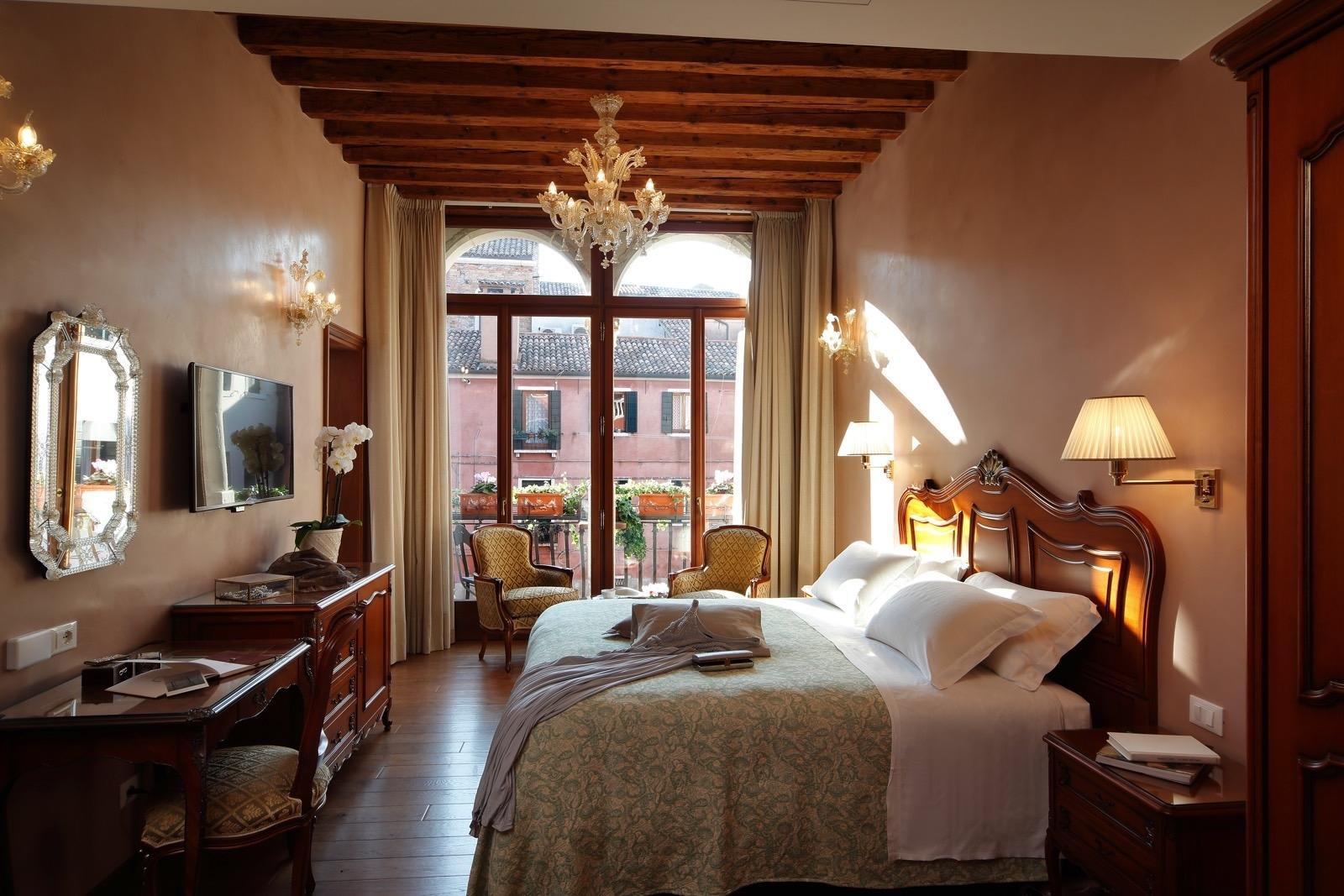 Superior room at Hotel Bisanzio in Venice, Italy