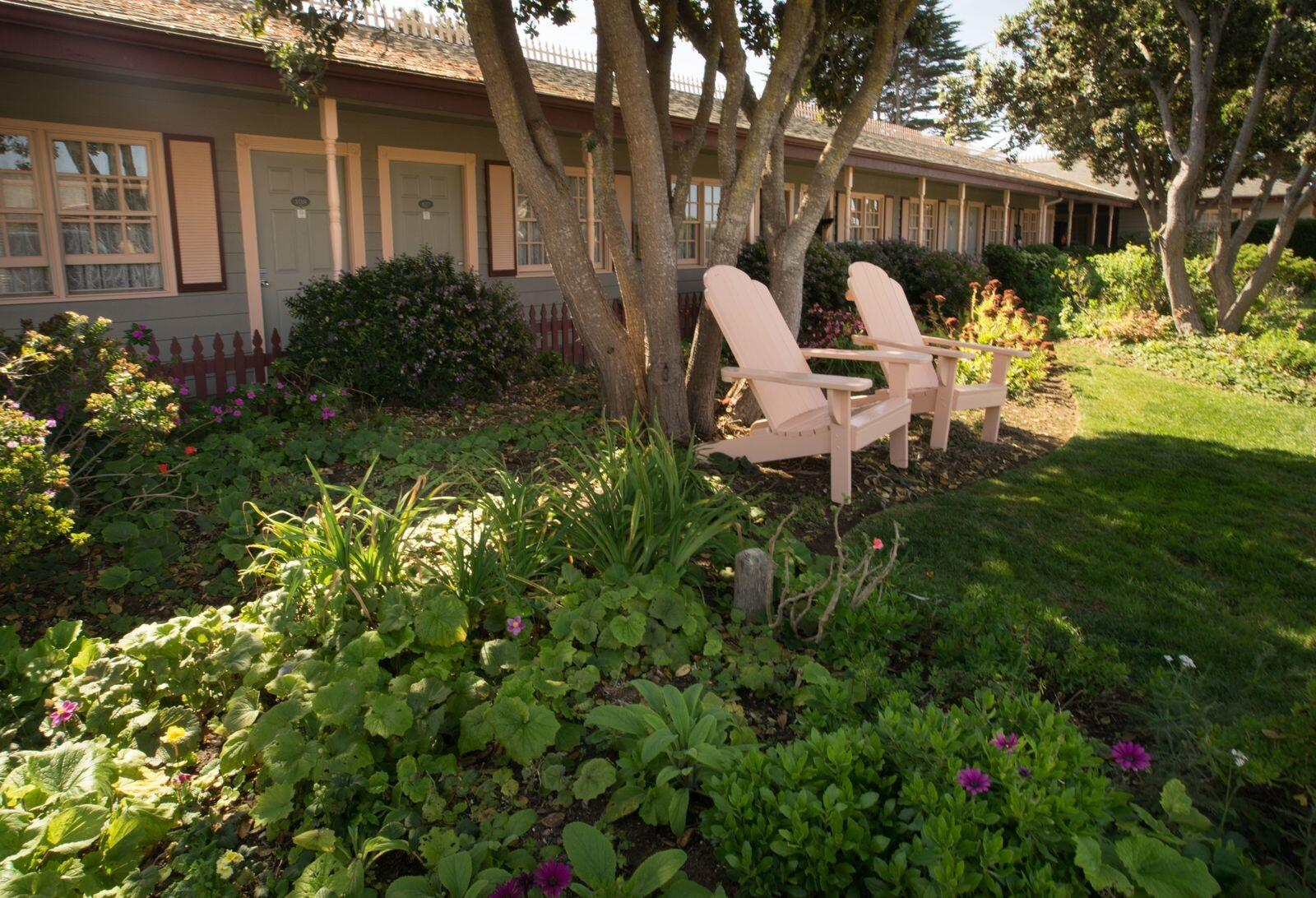 garden seating in Cambria, CA at sea otter inn