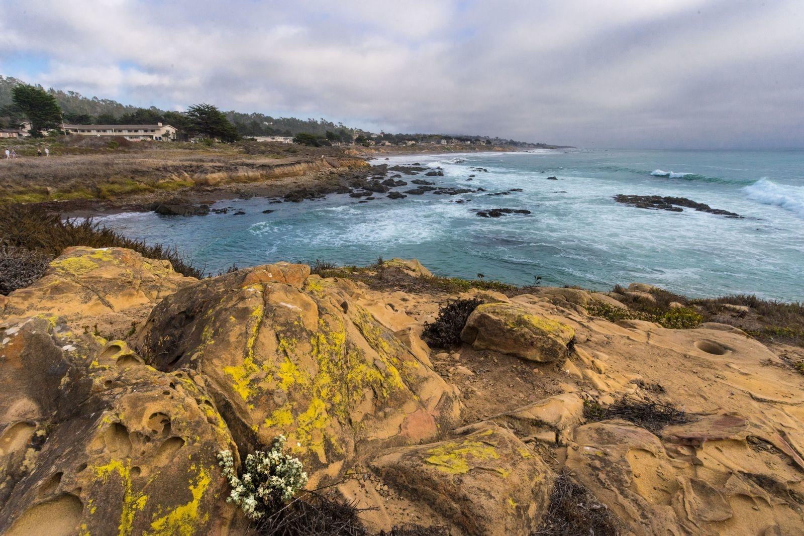 cliff ocean view in cambria, ca