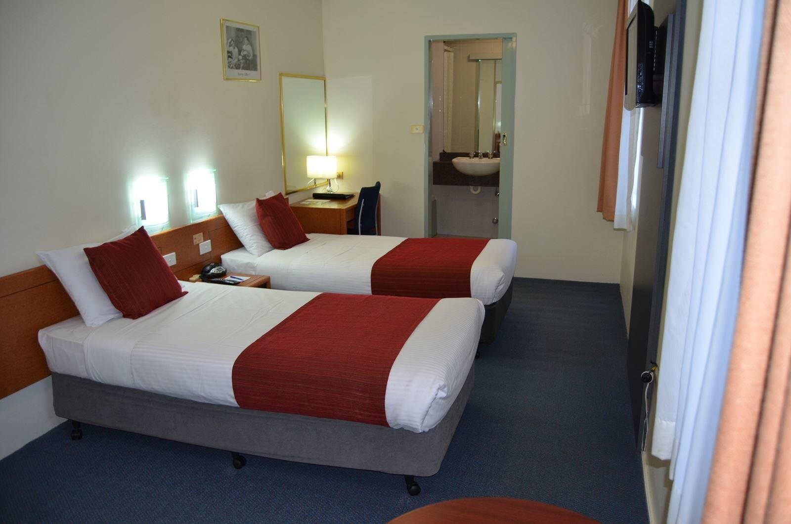 Standard Twin Room at DeVere Hotel Sydney