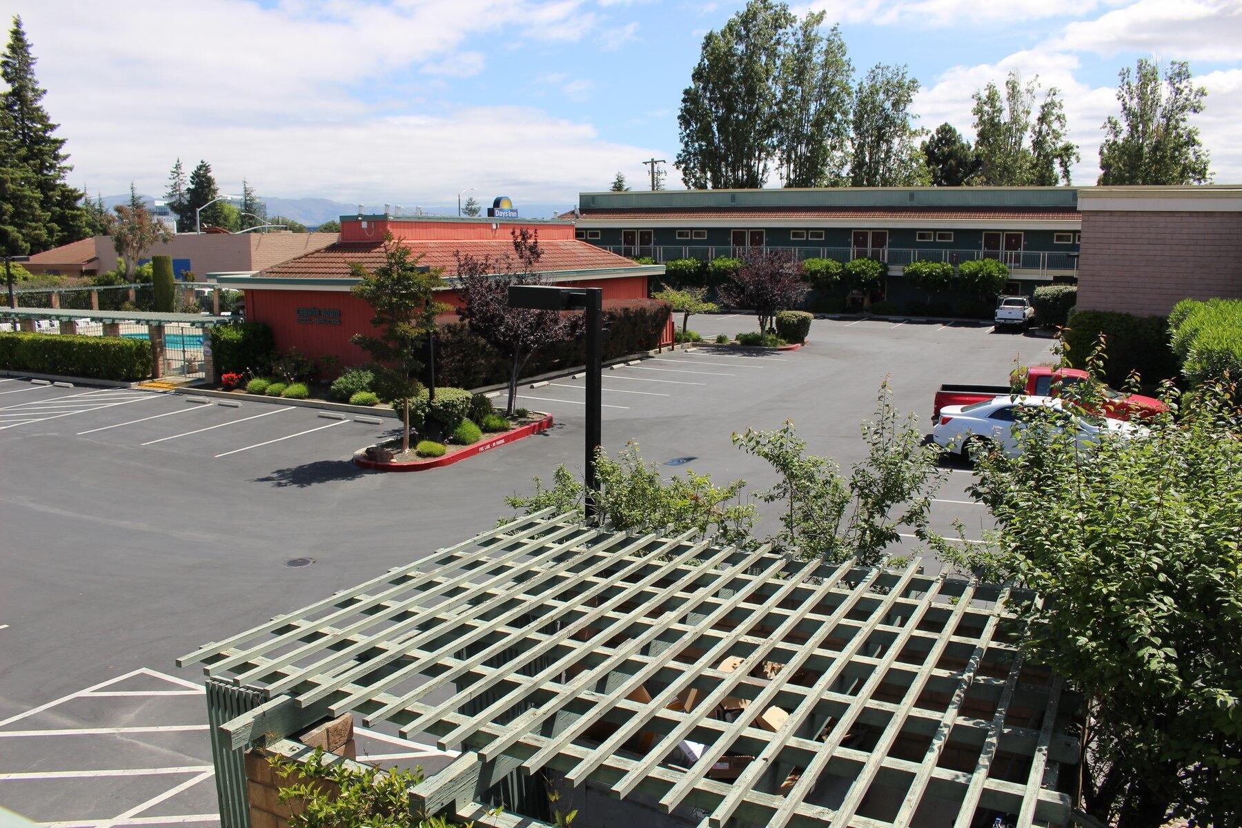 Days Inn & Sundowner Sunnyvale Parking Lot
