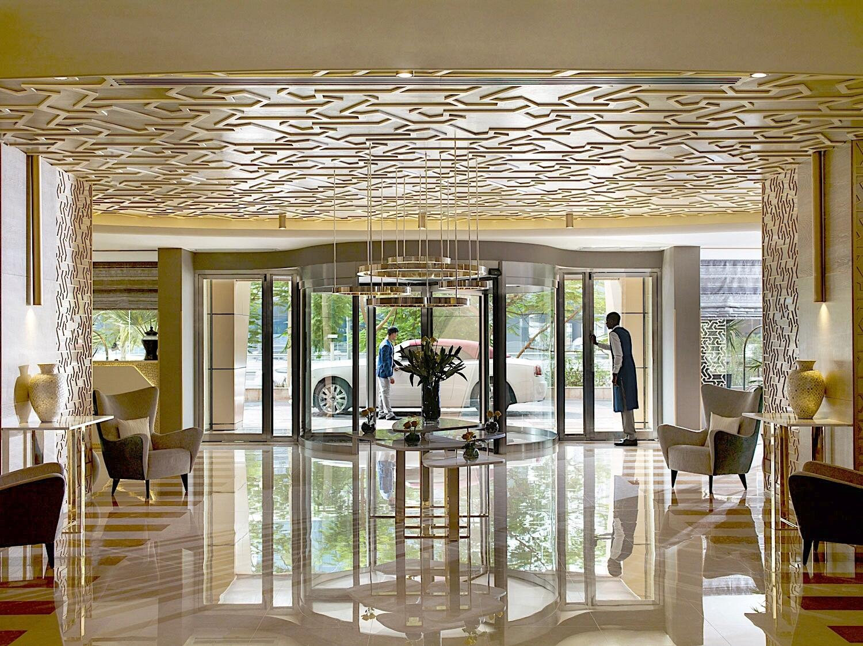 Lobby Entrance Two Seasons Hotel