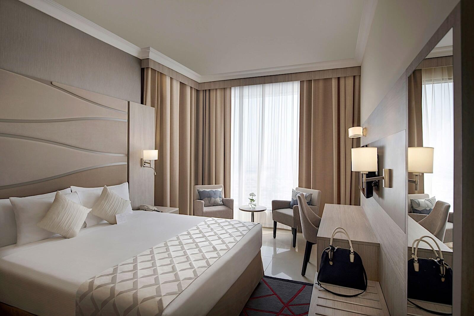 Grand Suite King Bed Two Seasons Hotel