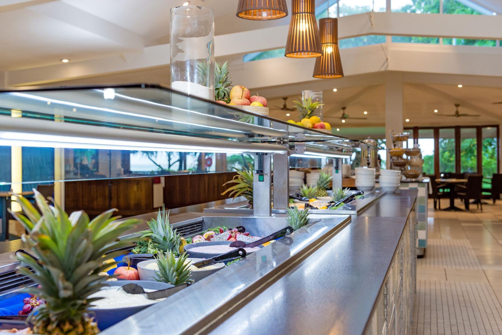 Dining options at Heron Island Resort