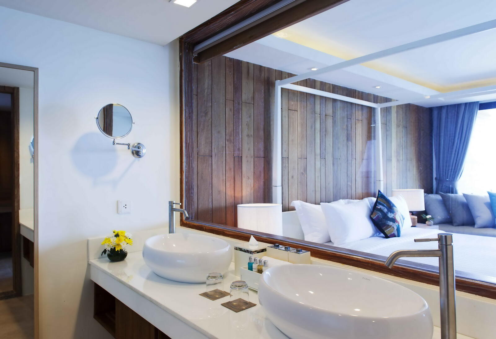 U Zenmaya Phuket Seaview Suite Bathroom