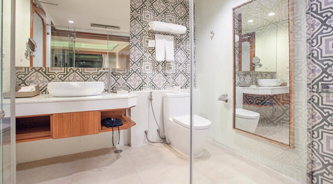 U Zenmaya Phuket Deluxe Seaview Room Bathroom
