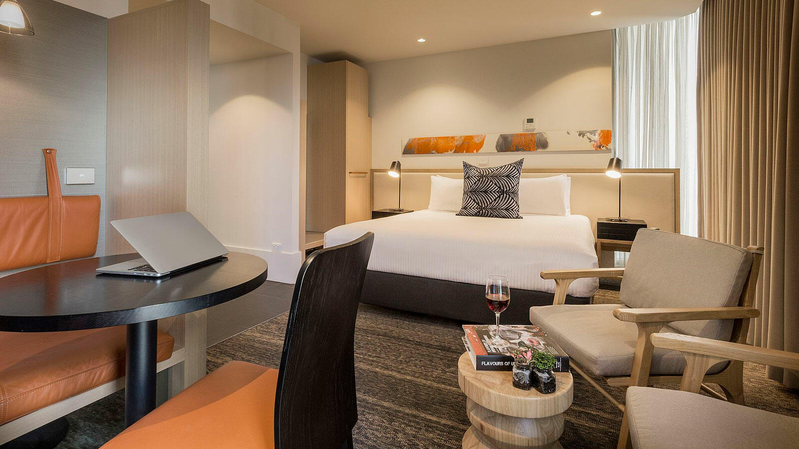 King room at Brady Hotels Central Melbourne