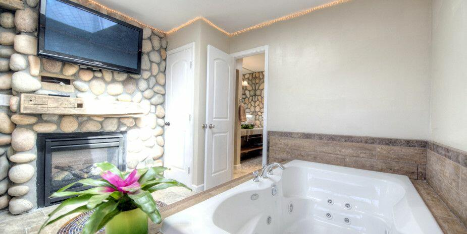 island retreat jacuzzi room