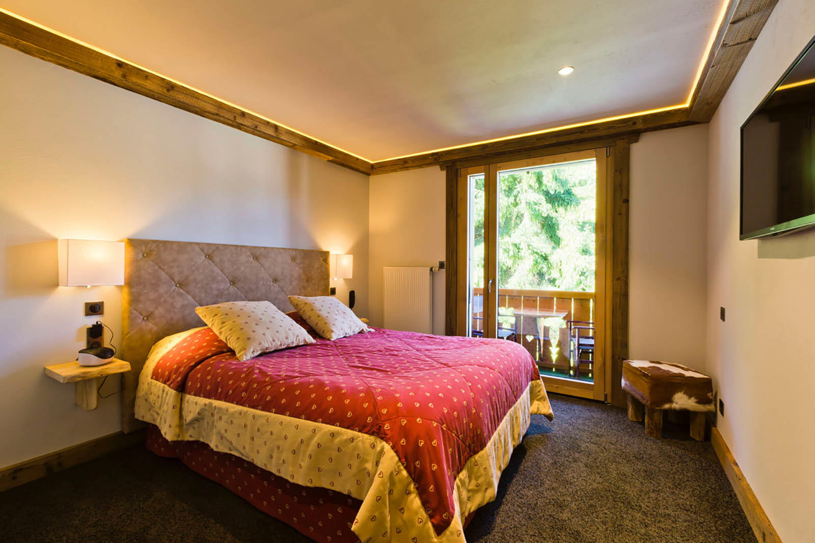 Double Bed in Superior Room at Hotel Les Gentianettes, The Origi