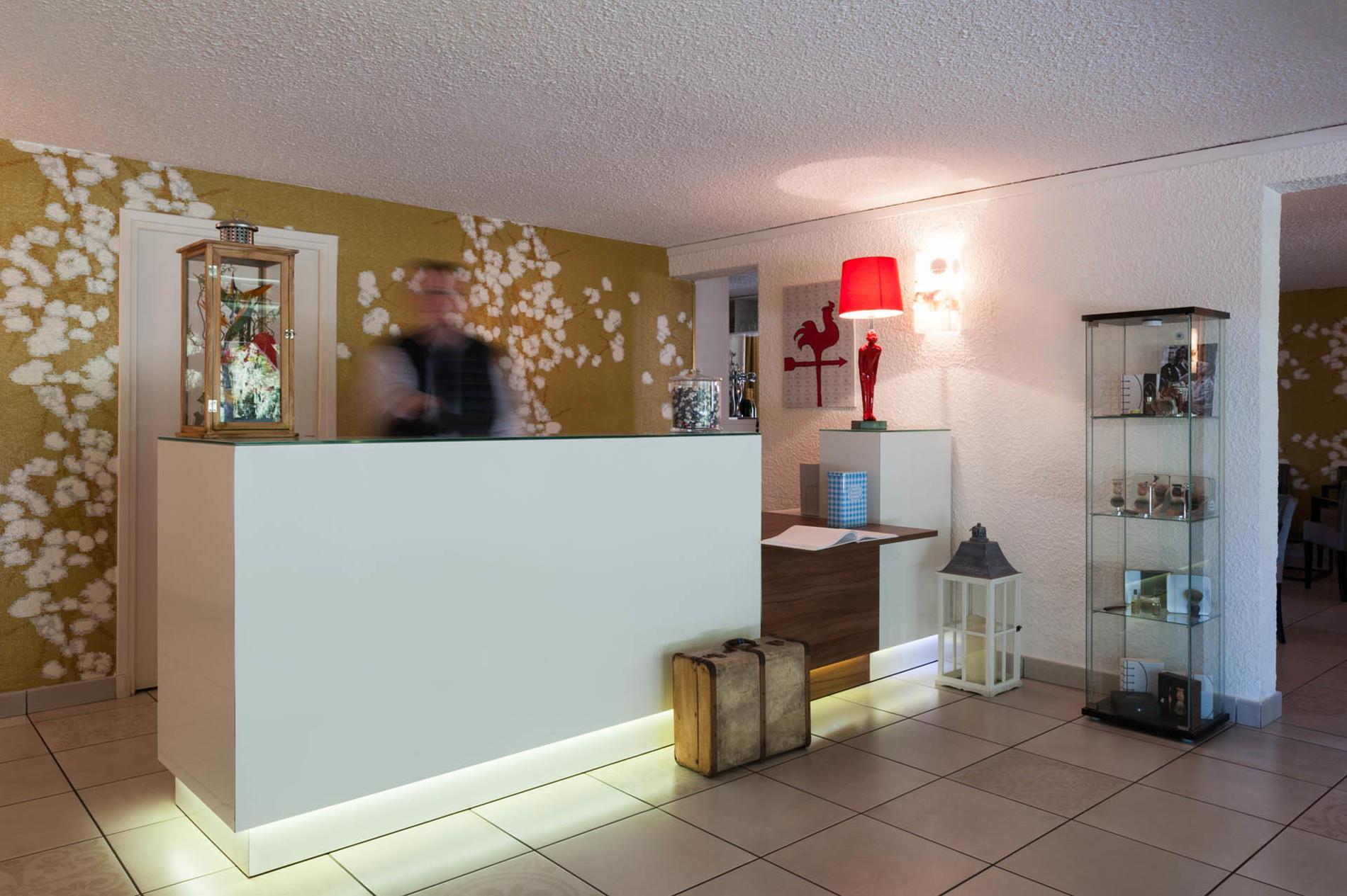 réception de l'hôtel Clos St Elois, The Originals Relais